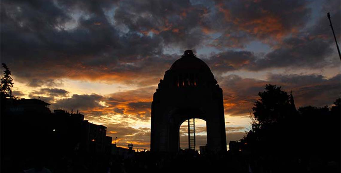 Amanecer Monumento revolucionario nuevo tamaño