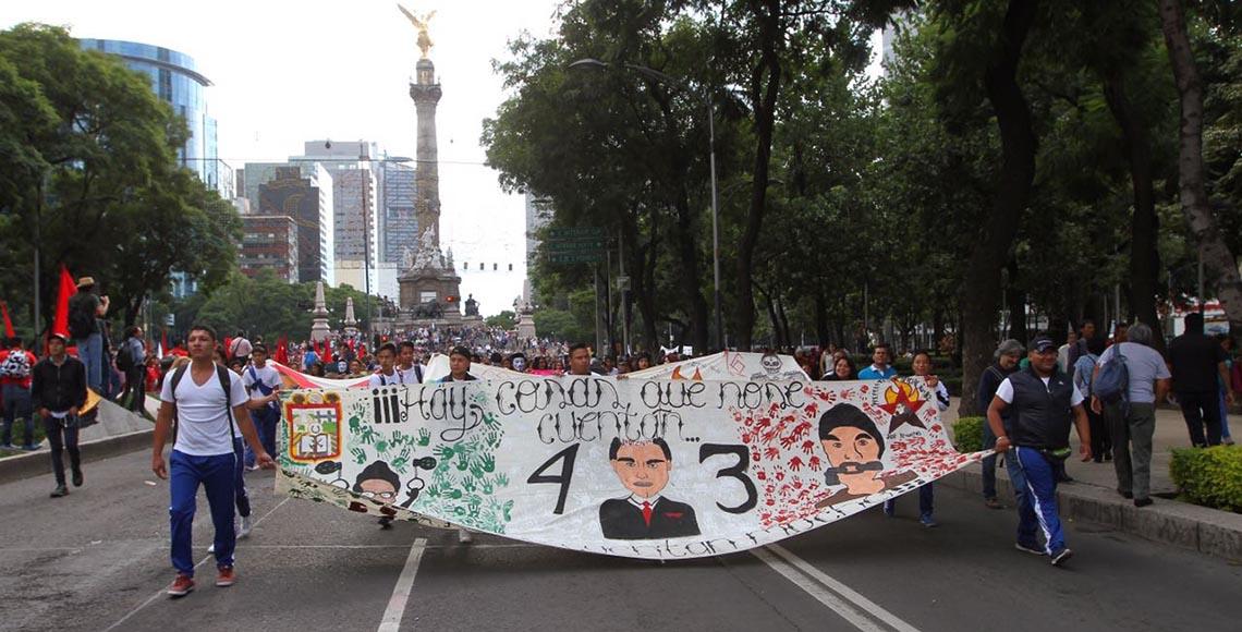 marcha ayotzinapa 2 años angel nrmalistas LC