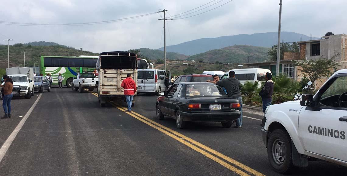 Pobladores de Tixtla exigen seguridad con varios bloqueos