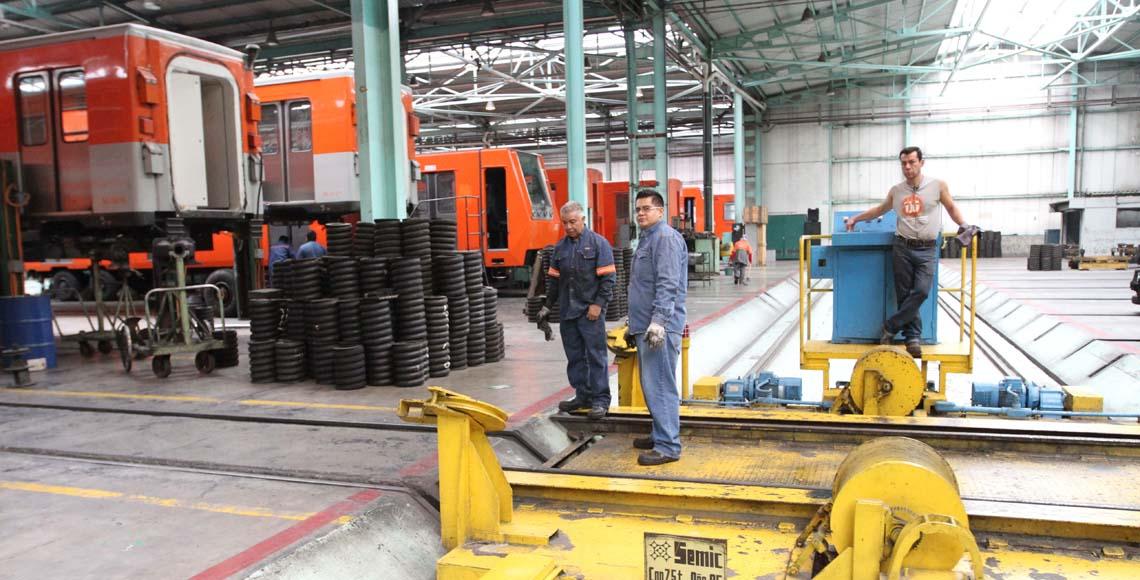 Vagabundo lanza a mujer a las vías del Metro en CDMX