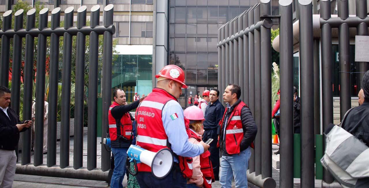 Falsa amenaza de bomba en Torre de Pemex