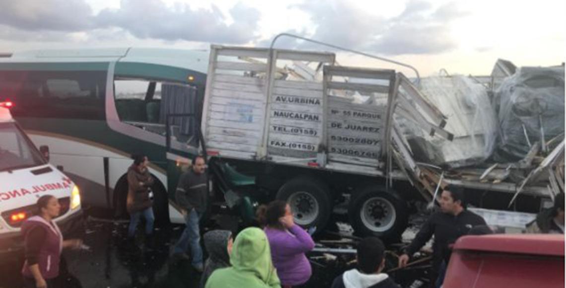 Deja 2 muertos y 15 lesionados carambola en libramiento Toluca-Lerma