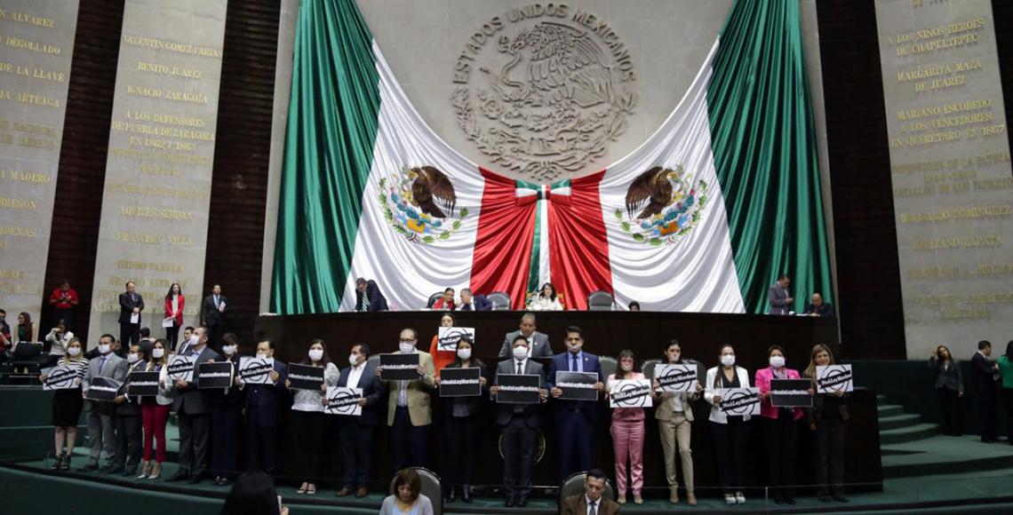 Protesta PRD en San Lázaro por ley mordaza